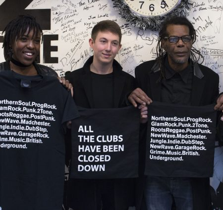 Barbdwire - holding t-shirts